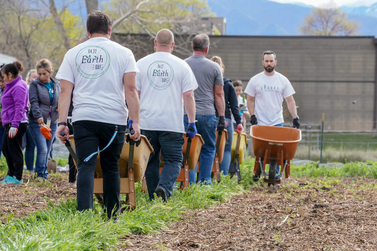 Young Living Earth Day 2019, employees